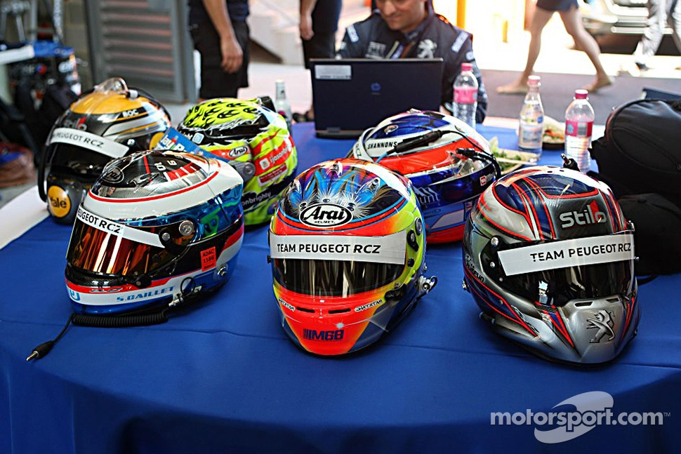 The helmets of the Peugeot RCZ Cup drivers
