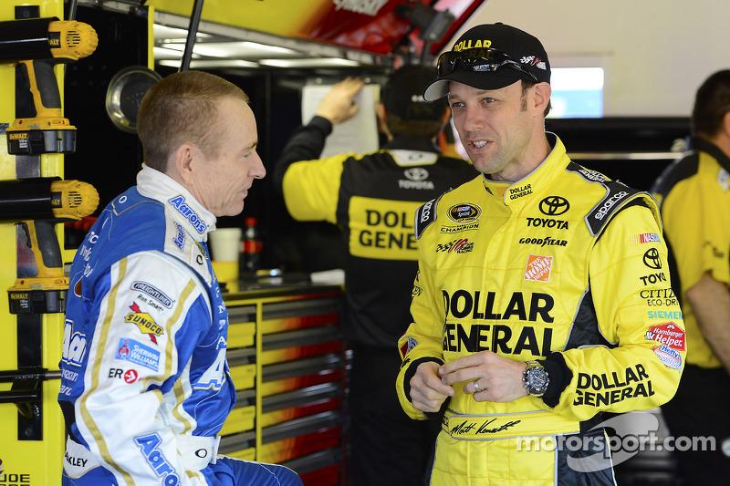 Mark Martin, Michael Waltrip Racing Toyota and Matt Kenseth, Joe Gibbs Racing Toyota