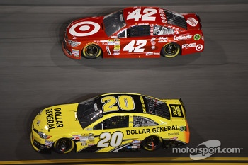 Matt Kenseth, Joe Gibbs Racing Toyota and Juan Pablo Montoya, Earnhardt Ganassi Racing Chevrolet