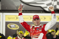 Victory lane: Kevin Harvick, Richard Childress Racing Chevrolet celebrates