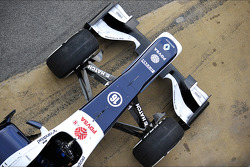 Williams FW35 nosecone, front suspension and front wing detail