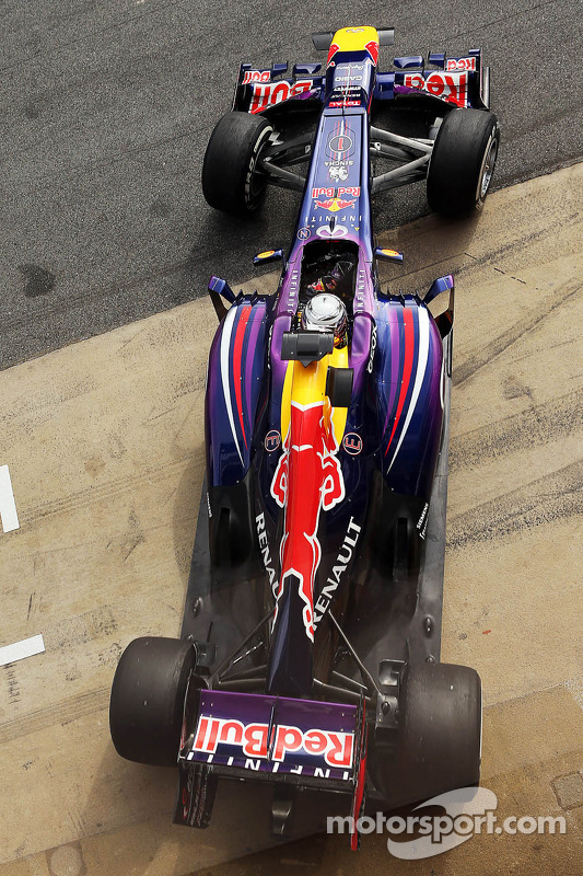 Sebastian Vettel, Red Bull Racing RB9 leaves the pits