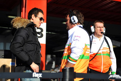 Adrian Sutil, Sahara Force India F1 with a mechanic