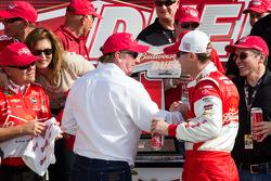 Victory lane: race winner Kevin Harvick, Richard Childress Racing Chevrolet celebrates with Richard Childress