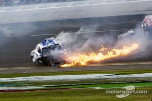 Last lap crash: Kyle Larson on fire
