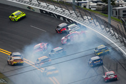 Juan Pablo Montoya, Earnhardt Ganassi Racing Chevrolet, Brad Keselowski, Penske Racing Ford, Kevin Harvick, Richard Childress Racing Chevrolet, Tony Stewart, Stewart-Haas Racing Chevrolet and Casey Mears, Germain Racing Ford crash