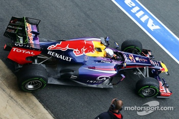 Sebastian Vettel, Red Bull Racing RB9 leaves the pits running flow-vis paint on the rear wing