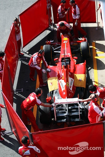 Fernando Alonso, Ferrari F138 in the pits behind red screens