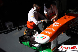 Mechanics work on the Sahara Force India F1 VJM06
