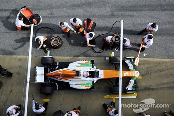 Paul di Resta, Sahara Force India VJM06 practices a pit stop