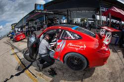 #44 Flying Lizard Motorsports Porsche 911 GT3 Cup: Pierre Ehret, Alexandre Imperatori, Brett Sandberg