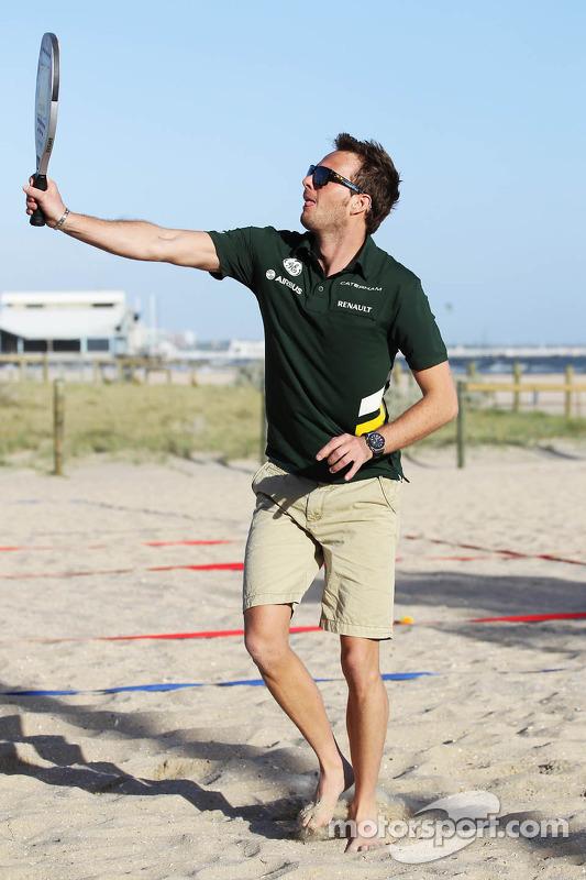 Giedo van der Garde, Caterham F1 Team plays beach tennis