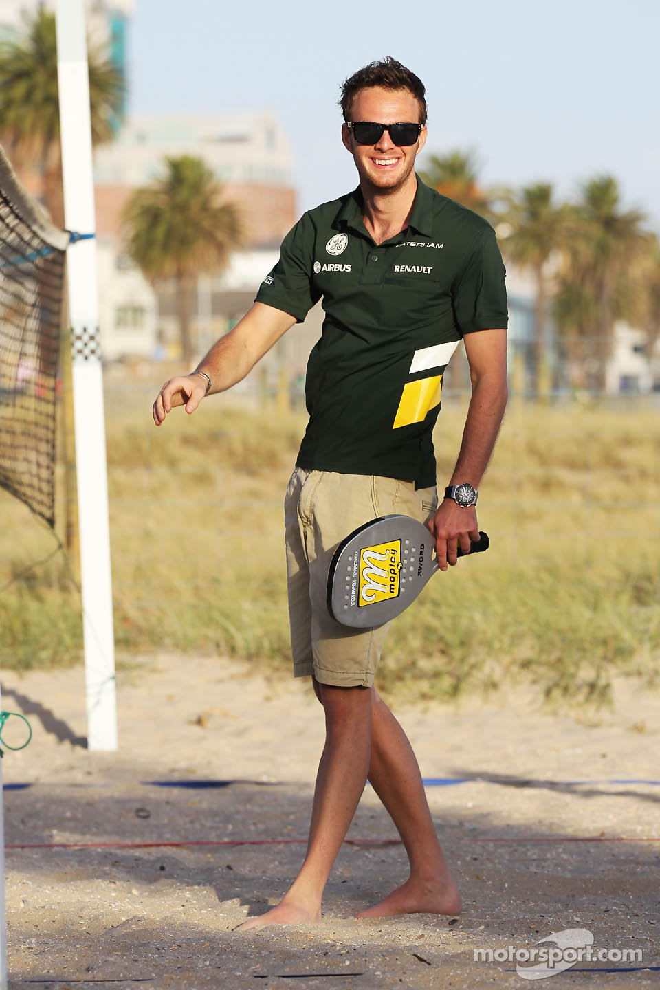 Giedo van der Garde, Caterham F1 Team plays beach tennis