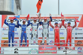 GT500 podium: winners Takuya Izawa, Takashi Kogure, second place Toshihiro Kaneishi, Koudai Tsukakoshi third place Masataka Yanagida, Ronnie Quintarelli
