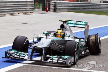 Lewis Hamilton, Mercedes AMG F1 W04 returns to the pits after suffering a rear tyre delamination and suspension damage at the end of the third practice session