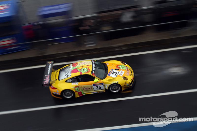 #35 Timbuli-Racing, Porsche 911 GT3 R: Christopher Brück, Jaap van Lagen, Marc Hennerici