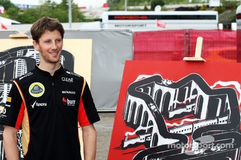Romain Grosjean, Lotus F1 Team with the work of an artist