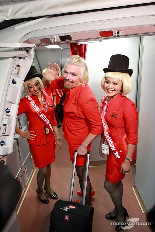 Стюардесса аса акира с подругой на борту 8 фотография