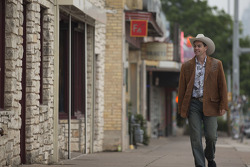Craig Lowndes tries on some Texas style