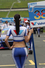 grid-girl-3913