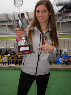 Cyndie Allemann presents the trophy to the winners in the German F3 race
