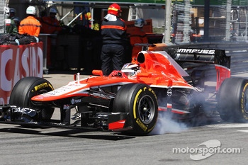 Jules Bianchi, Marussia F1 Team MR02 locks up under braking