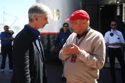 (L to R): Damon Hill, Sky Sports Presenter with Niki Lauda, Mercedes Non-Executive Chairman