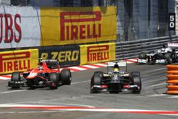 Esteban Gutierrez, Sauber C32 passes Max Chilton, Marussia F1 Team MR02