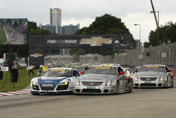 Race start James Sofronas, Audi R8 Johnny O'Connell, Cadillac CTS-V.R Andy Pilgrim, Cadillac CTS-V.R