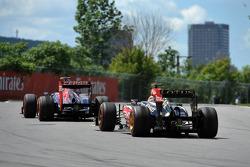 Daniel Ricciardo, Scuderia Toro Rosso STR8 and Kimi Raikkonen, Lotus F1 E21
