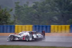 #1 Audi Sport Team Joest Audi R18 e-tron quattro: Benoit Tréluyer