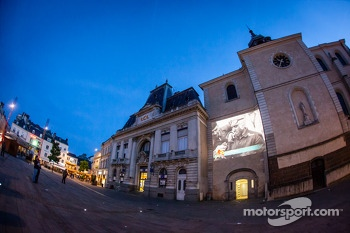 Giant projection of historical videos on the 24 Hours of Le Mans at Place de la République