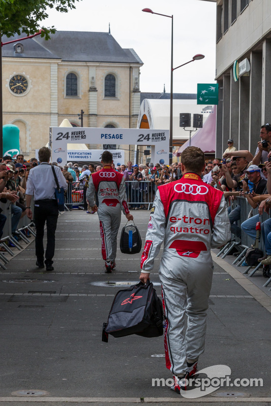 Marcel Fässler and Andre Lotterer arriving at Scrutineering