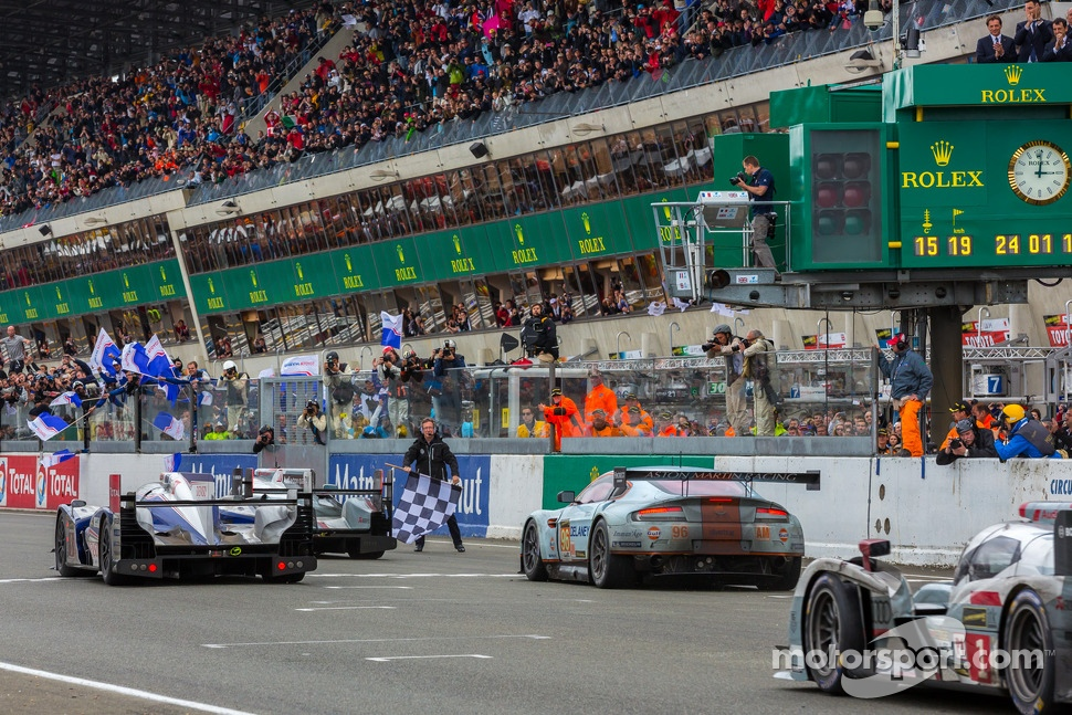 Checkered flag for the 24 Hours of Le Mans