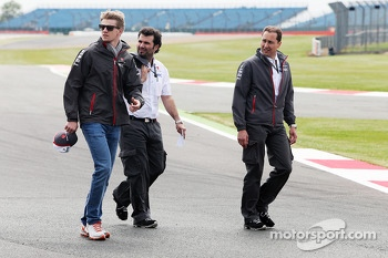 Nico Hulkenberg, Sauber walks the circuit.