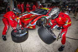 Pit stop for #51 AF Corse Ferrari F458 Italia: Gianmaria Bruni, Giancarlo Fisichella, Matteo Malucelli