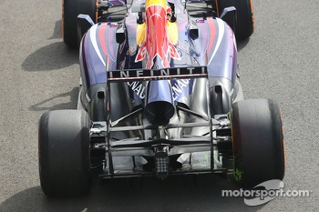 Mark Webber, Red Bull Racing RB9 running flow-vis paint on the rear diffuser