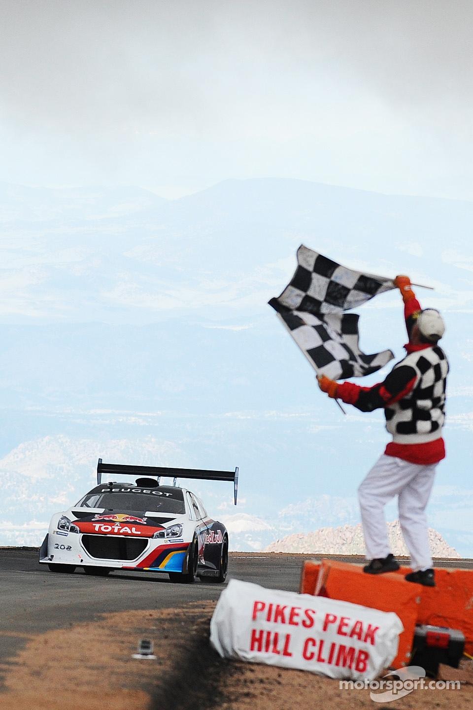 http://cdn-9.motorsport.com/static/img/mgl/1500000/1570000/1578000/1578400/1578419/s1_1.jpg