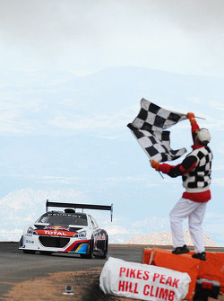 #208 Peugeot 208 T16 Pikes Peak: Sébastien Loeb takes the checkered flags