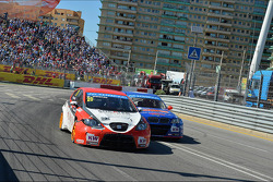 Hugo Valente, SEAT Leon WTCC, Campos Racing and Fredy Barth, BMW E90 320 TC, Wiechers-Sport