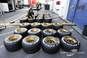 Pirelli tyres prepared by a Lotus F1 Team mechanic