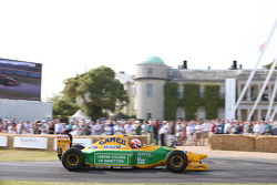 Alex Brundle, in a Benetton B192