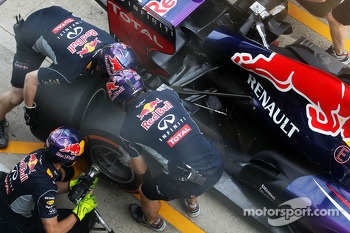 Red Bull Racing practice pit stops