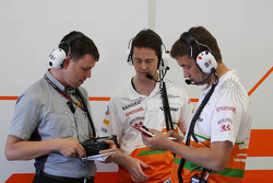 Sahara Force India F1 Team engineers with Pirelli Tyre Technician