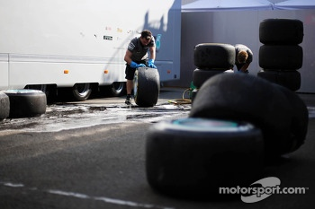 Mercedes AMG F1 mechanics wash Pirelli tyres