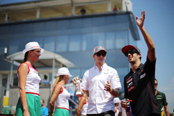 (L to R): Nico Hulkenberg, Sauber and Daniel Ricciardo, Scuderia Toro Rosso on the drivers parade