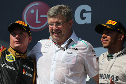 Kimi Raikkonen, Lotus F1 Team, Ross Brawn, Mercedes GP, Technical Director  and Lewis Hamilton, Mercedes AMG F1