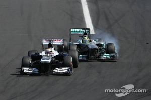 Pastor Maldonado, Williams F1 Team and Nico Rosberg, Mercedes GP