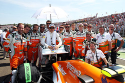 Adrian Sutil, Sahara Force India F1 celebrates 100 GP starts with the team on the grid