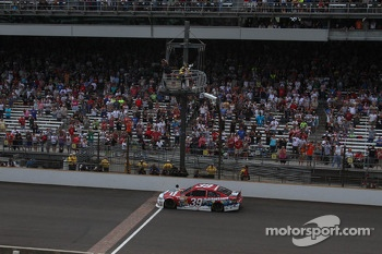 Ryan Newman, Stewart-Haas Racing Chevrolet takes the win